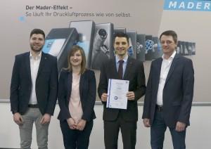 Mader-110011-Zertifikatübergabe