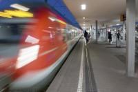 """Deutschlandpremiere: S-Bahn Stuttgart startet erste """"Dynamische Wegeleitung mit Leuchtstreifen"""""""