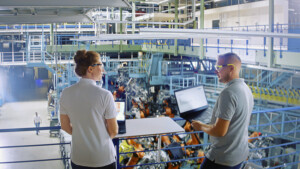 Leadec Fabrikhalle der Zukunft ganz digital